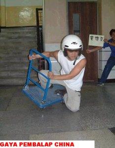 foto-pembalap-gaya-lucu-1